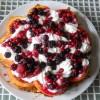 RICETTE: torta alla panna e frutti di bosco in 5 minuti