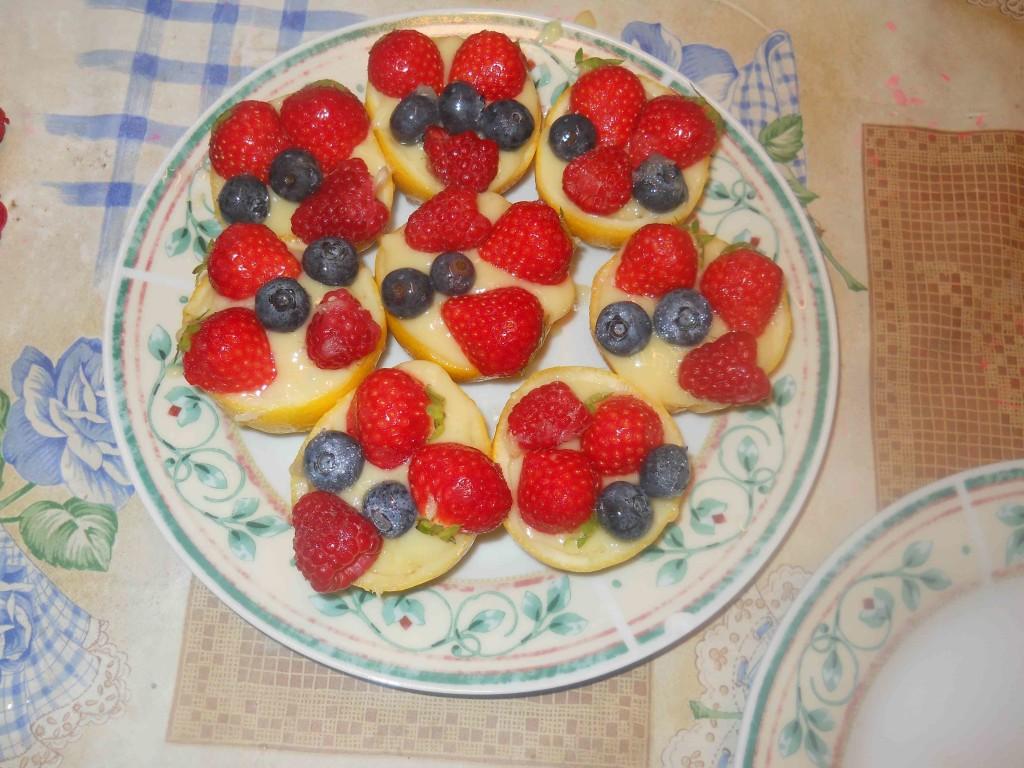 limoni ripieni crema e frutti di bosco