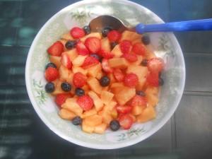 macedonia melone e frutti di bosco