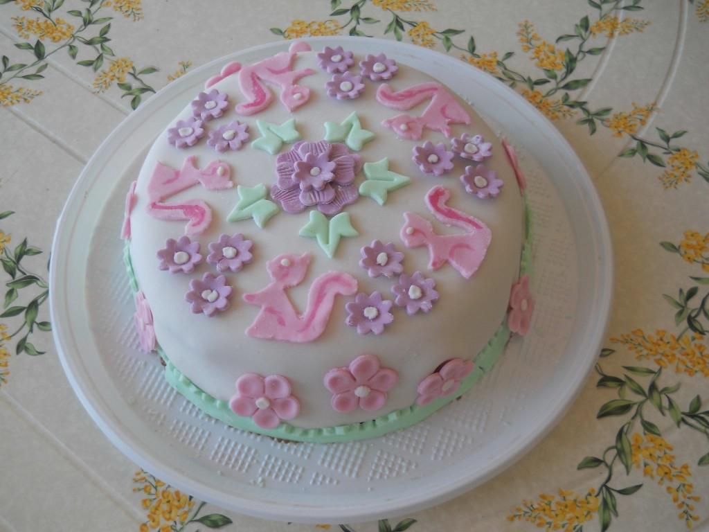 Ricette Segrete Cake Design : cake design: torta con fiori e coniglietti bricolage ...