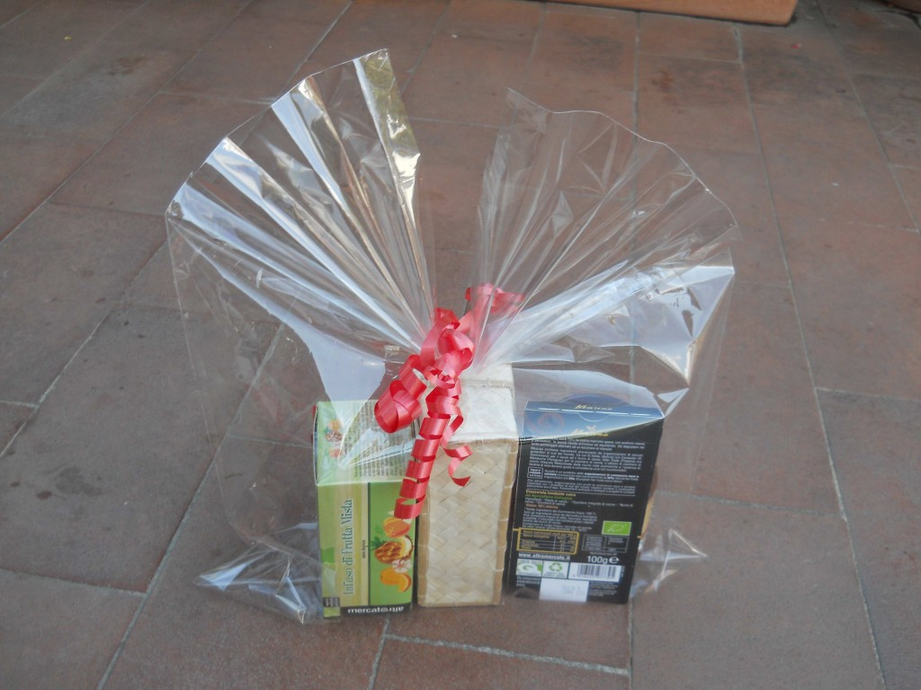 pacchetto regalo con cellophane